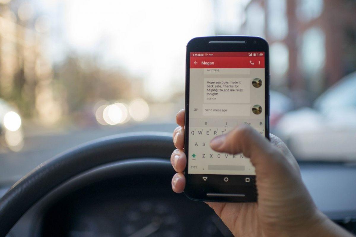 Έρχονται κάμερες που θα καταγράφουν οδηγούς που μιλάνε στο κινητό τηλέφωνο