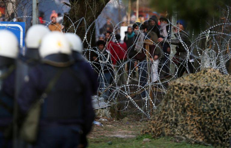 Αναρχικοί «πρόσφυγες», ισλαμιστές στον φράχτη και ένοπλος αχταρμάς