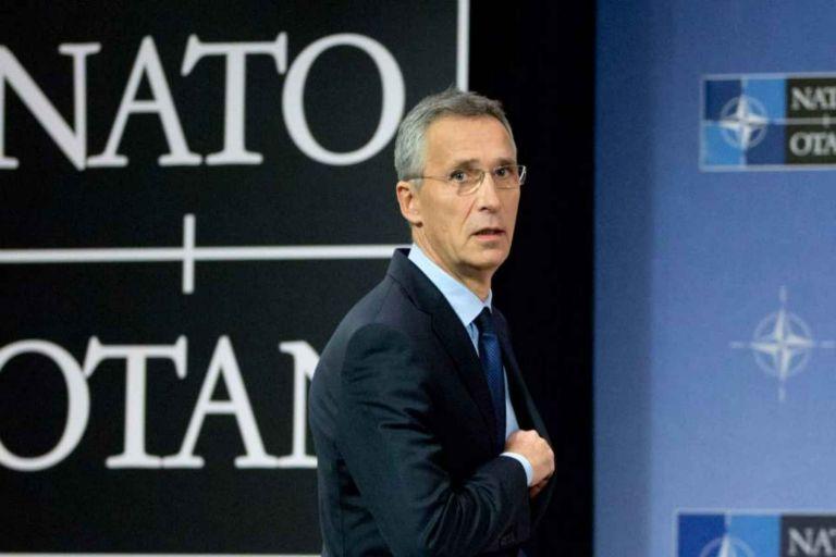 Στημένες πρωτοβουλίες για να οδηγήσουν την Ελλάδα στο τραπέζι των διαπραγματεύσεων